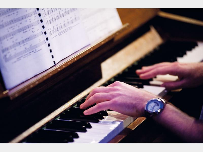 Piano student in class
